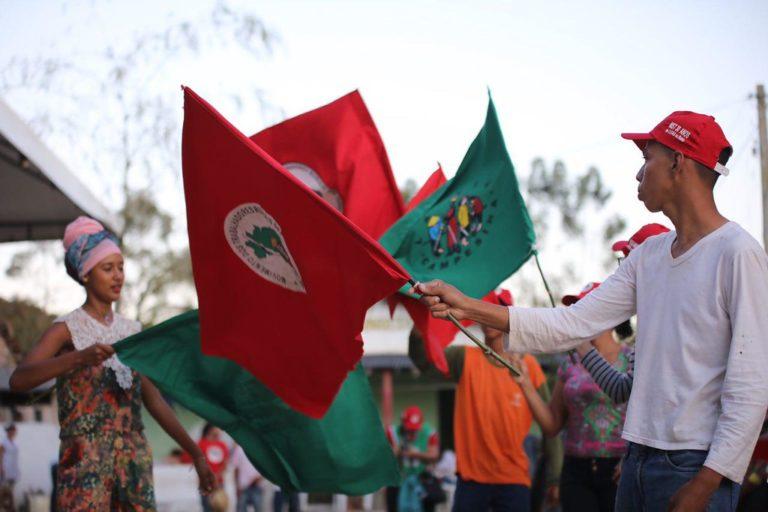 MST realiza ato político com amigos em comemoração aos 30 anos na Bahia