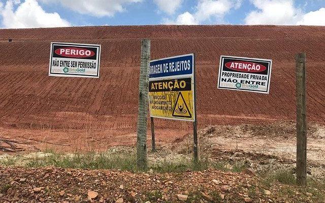 Entidades denunciam mineradora por alteamento ilegal em barragem