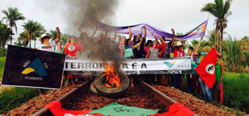 Mulheres do MST ocupam os trilhos da Vale no Maranhão