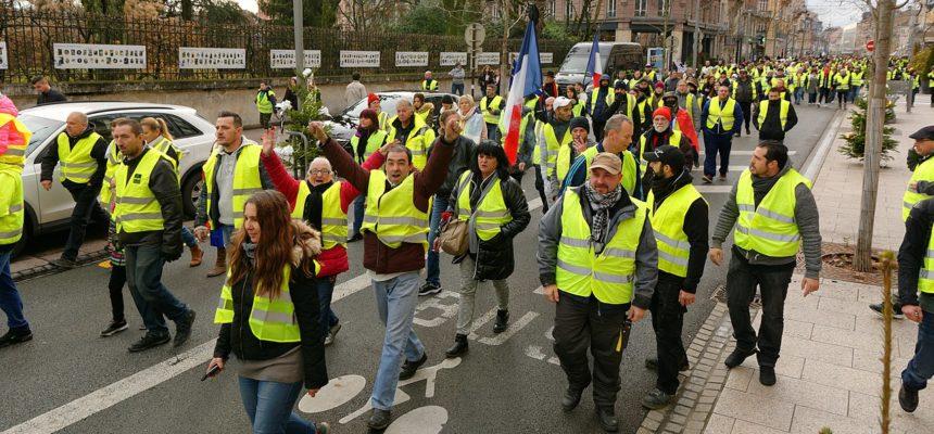 Coletes Amarelos comemoram aniversário se solidarizando com outros movimentos