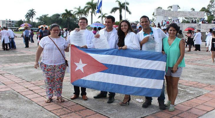 Médicos brasileiros formados em Cuba são aprovados pelo Revalida