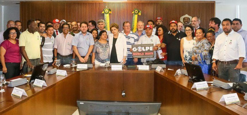 Em reunião com presidenta Dilma, movimentos sociais reafirmam compromisso com a democracia