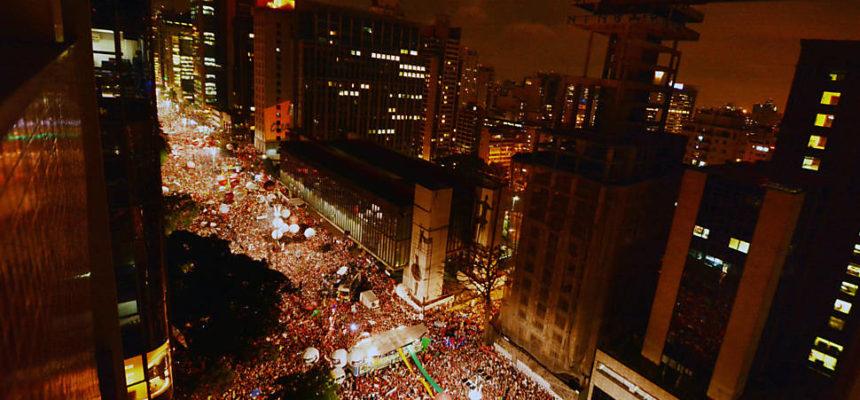 Em São Paulo, ato em defesa da democracia reúne 500 mil na Paulista
