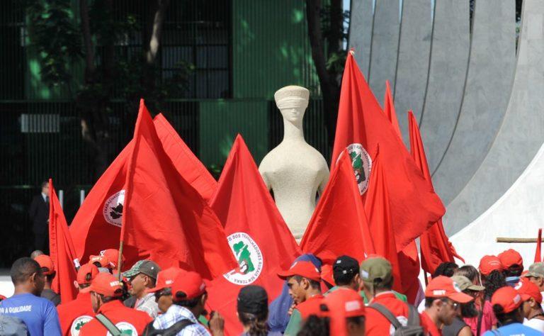 Sem Terra realizam vigília e cobram justiça em memória de Fábio Santos
