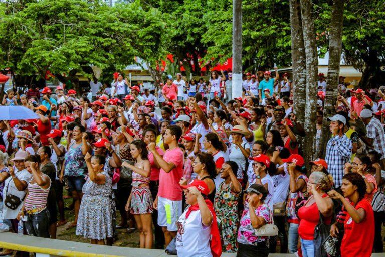 Mulheres Sem Terra ocupam às ruas de Teixeira de Freitas-BA