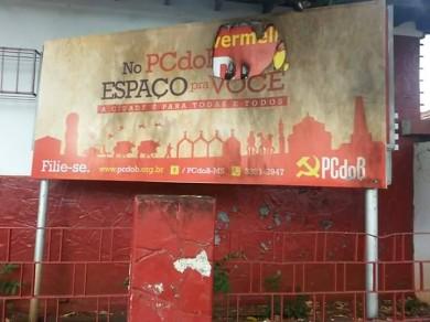 MST se manifesta contra ataque a sede do PCdoB em Campo Grande