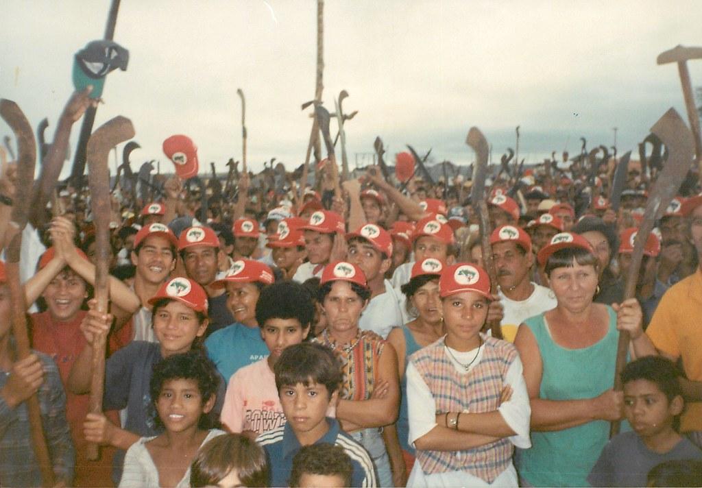 Trabalhadores no acampamento 8 de Março do MST (Itaquiraí-MS, 1997)..jpg