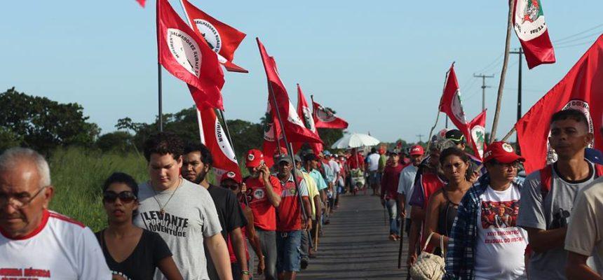 Sem Terra marcham pela Reforma Agrária, em defesa da democracia e contra o golpe