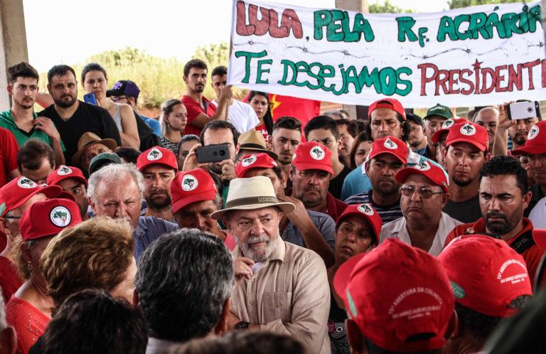 Lula visita antiga fazenda Annoni e se compromete a fazer mais pela Reforma Agrária se eleito presidente