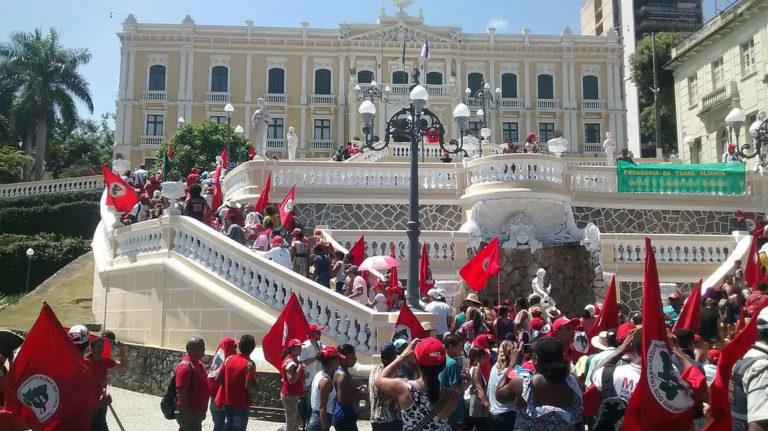 Militantes do MST participam de audiência pública com governador do Espírito Santo