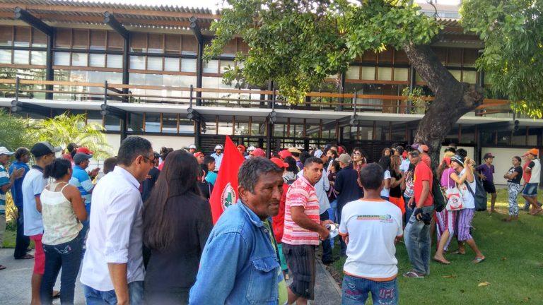 Sem Terra ocupam o palácio da Abolição no Ceará