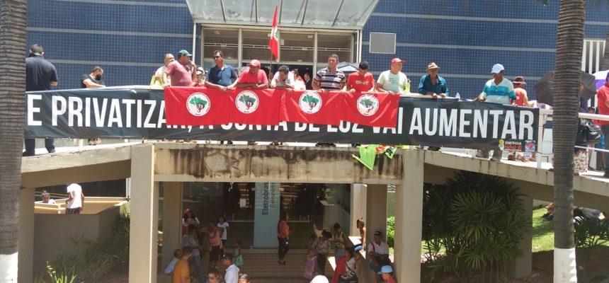 Manifestantes impedem assembleia de privatizar Eletronorte