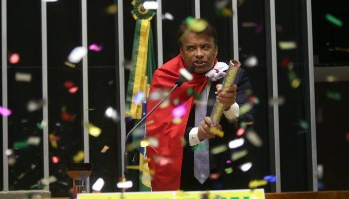 O golpe dos corruptos leva Brasil à beira do caos