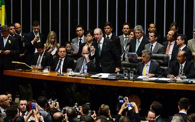 Cientistas políticos criticam argumentos de deputados em votação do impeachment
