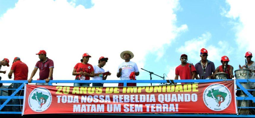Ato ecumênico reune religiões em memória a Carajás, no Farol da Barra