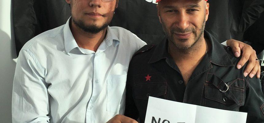 Tom Morello saúda o MST e protesta contra o golpe no Brasil