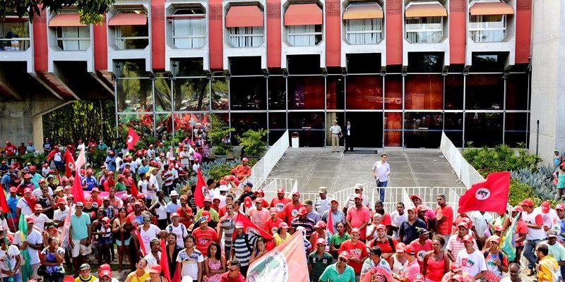 Sem Terra ocupam a Governadoria da Bahia e cobram andamento da Reforma Agrária