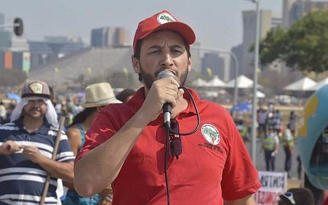 """""""O MST é contra uma nova eleição, porque ela legalizaria o golpe"""", afirma dirigente"""