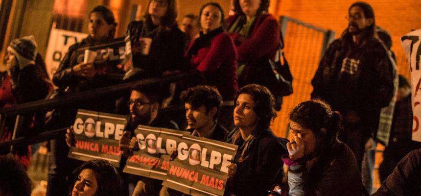 Júri popular condena a mídia brasileira em Porto Alegre