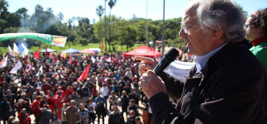 Em Porto Alegre, Prêmio Nobel da Paz denuncia golpe brando contra a democracia brasileira