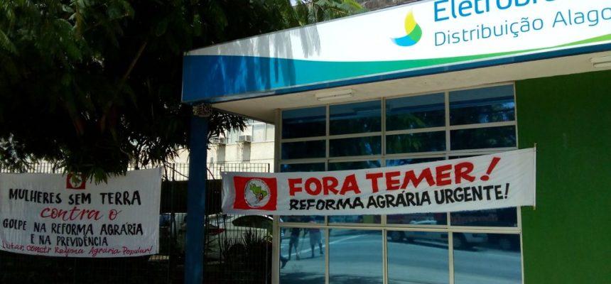 Iniciando a Jornada de Lutas, camponesas ocupam o prédio da Eletrobras em Maceió