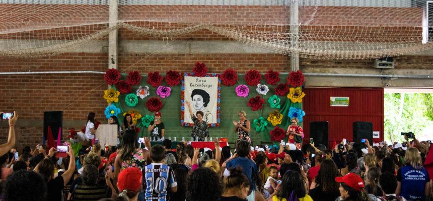 Em conferência com mulheres Sem Terra, Dilma fala sobre resistência e democracia