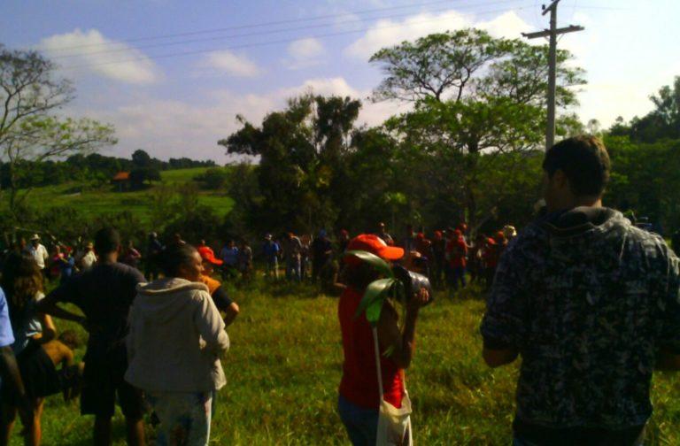 Acampados iniciam plantio na fazenda de Temer ocupada