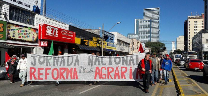 MST realiza mobilização em Curitiba