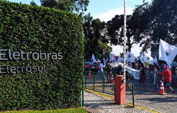MAB ocupa a Eletrosul em Santa Catarina