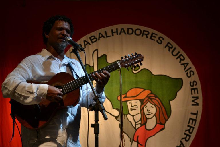 """Pereira da Viola lança disco """"Novos Caminhos"""" em Belo Horizonte"""