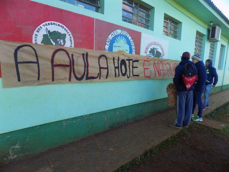 Já são duas escolas ocupadas em área de assentamento no Rio Grande do Sul