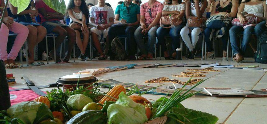 Estudantes da UFRB visitam Escola do MST e estabelecem parceria