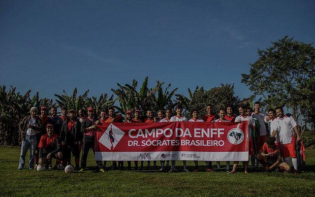 Escola Florestan Fernandes lança campanha para financiar campo de futebol