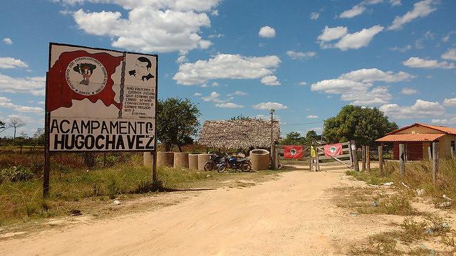 famílias Sem Terra do acampamento Hugo Chávez