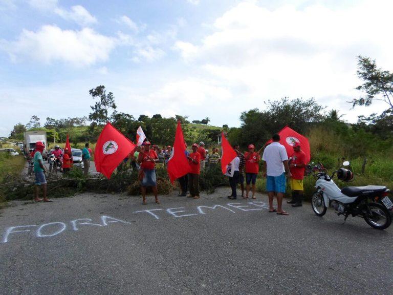 MST tranca rodovias em protesto contra a extinção MDA
