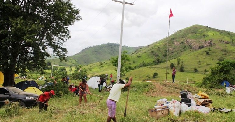 Sem Terra reocupam a fazenda Changrilá no extremo sul baiano