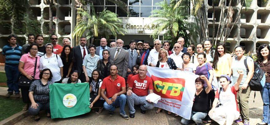 Comitiva visita TJ de Goiás para pedir liberdade a presos políticos do MST
