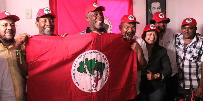 Em visita a Bahia, o ator e ativista Danny Glover defende a Reforma Agrária Popular