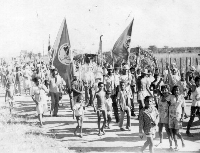 assentados comemoram 30 anos do assentamento Castro Alves