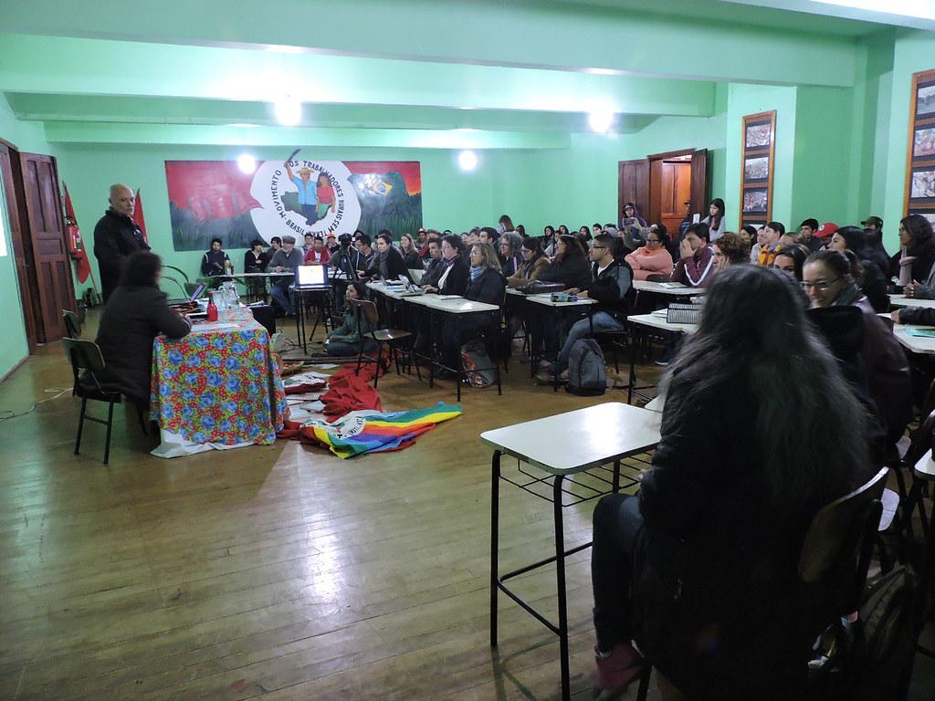 O educador José Maria Tardin apresentou aos participantes o livro A convenção dos ventos agroecologia em contos'. Foto Miguel Stedile.JPG
