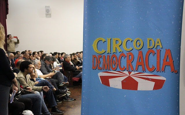 Circo unifica movimento em defesa da democracia, em Curitiba
