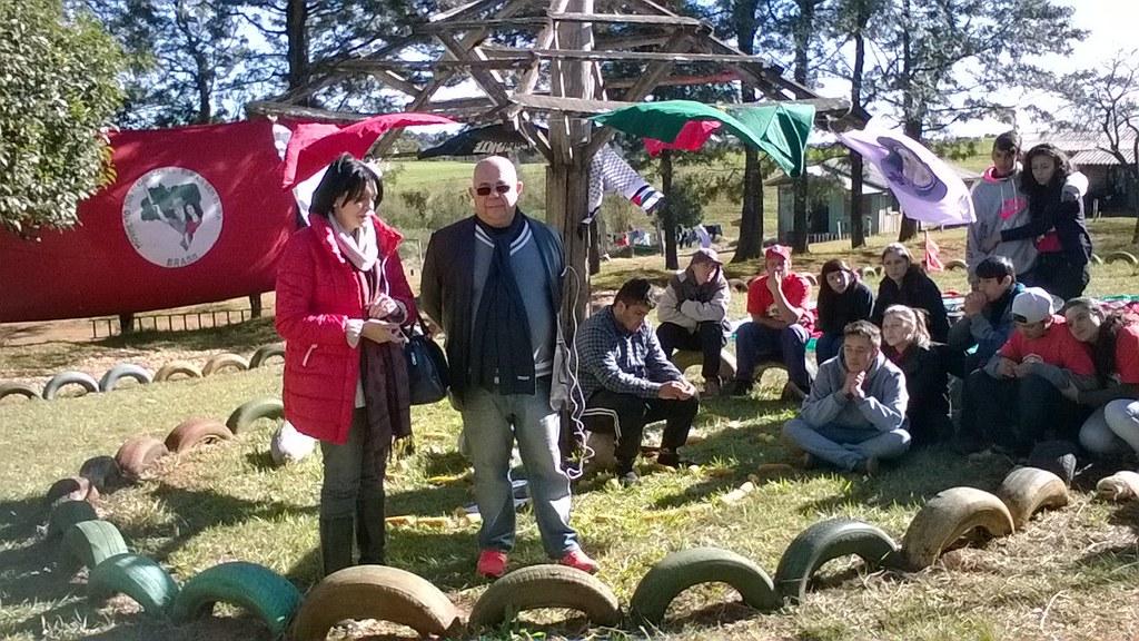 O ex-promtor de justiça motivou os alunos do Instituto Educar a continuar o projeto de reforma agrária popular do MST (1).jpg