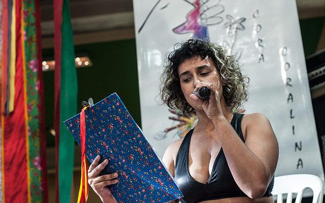 Poesias quebram barreiras que dividem trabalhadores e artistas
