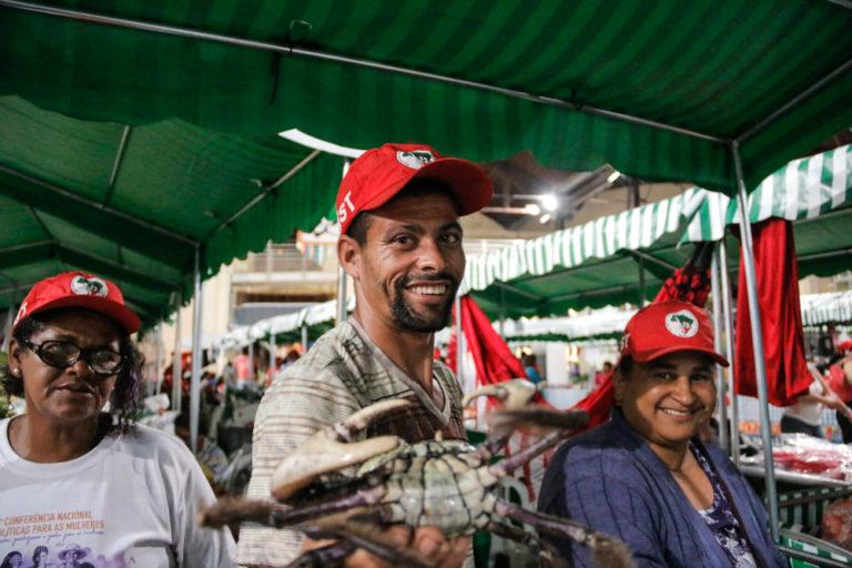 camponeses contam histórias de resistência e amor pela terra