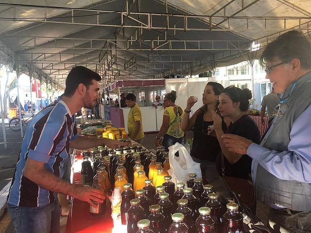 Feira da Reforma Agrária é opção de alimentos saudáveis do Festival Internacional da Utopia