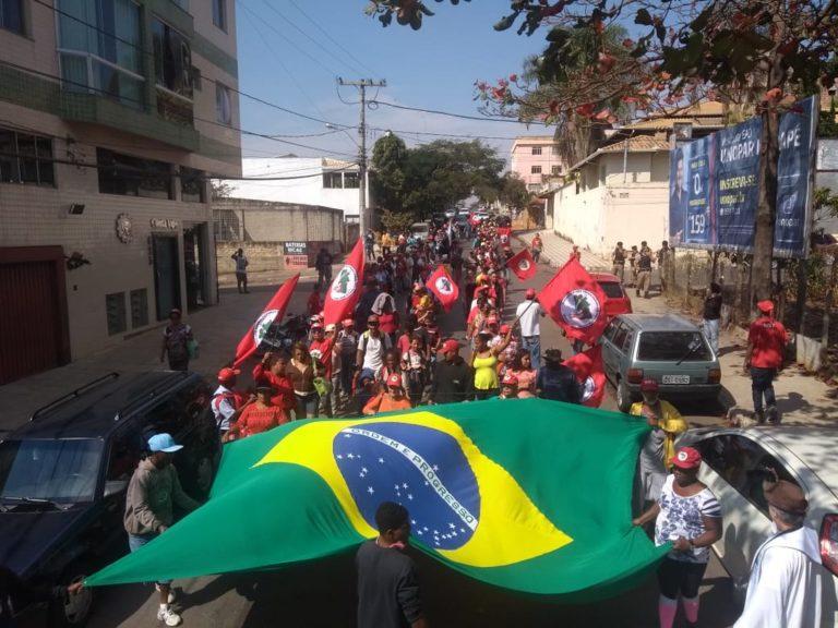 MST entrega pauta de reivindicação em São Joaquim de Bicas (MG)