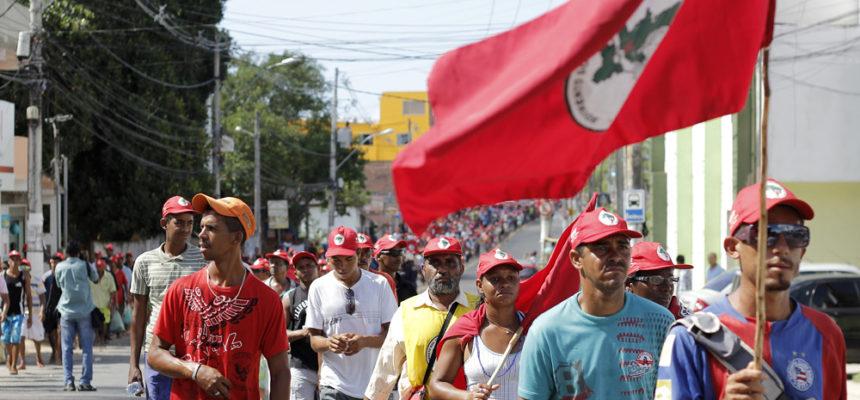 MST ocupa a capital baiana com mais de mil trabalhadores