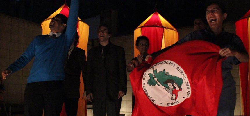 Companhia de Teatro faz apresentação na ocupação do Incra em SP
