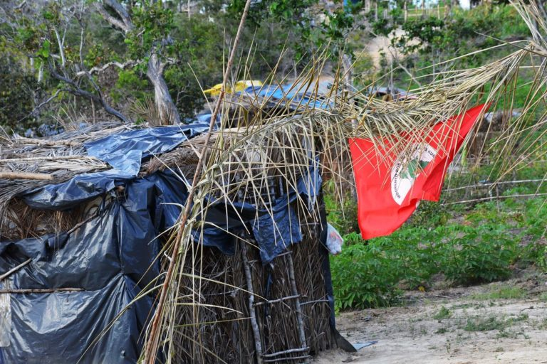 Sem Terra inauguram biblioteca em acampamento no SE