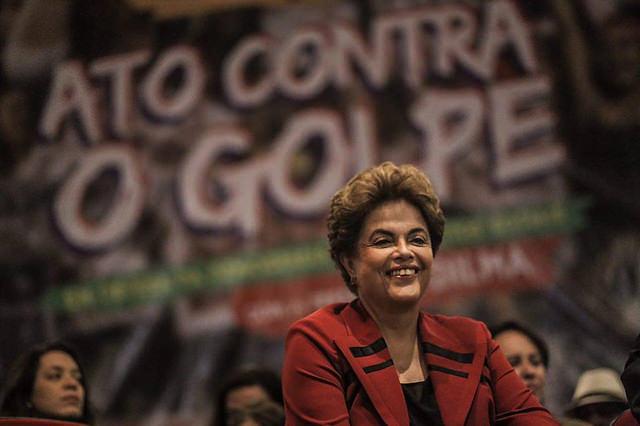 """Dilma: """"A defesa da democracia exige luta diária"""""""